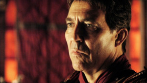 Ciarán Hinds dans la série Rome.