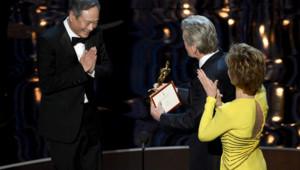 Ang Lee reçoit l'oscar du meilleur réalisateur pour L'Odyssée de Pi le 24 février 2013 à Hollywood