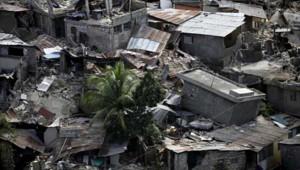 Les ruines du centre de Port-au-Prince, vues depuis les hauteurs (13 janvier 2010)