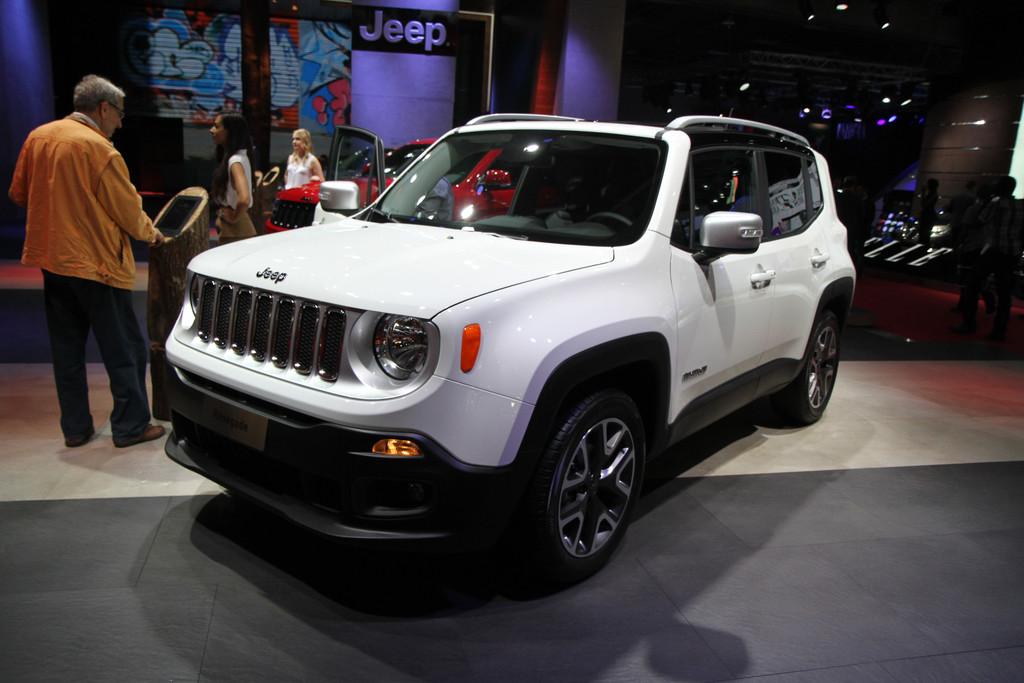 mondial de l 39 automobile 2014 nouvelle jeep renegade un suv typiquement ricain salons. Black Bedroom Furniture Sets. Home Design Ideas