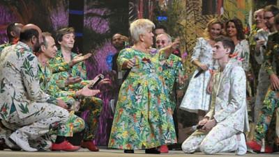 Les Enfoirés sur scène lors de leur concert à Montpellier