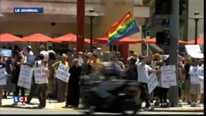 Etats-Unis : pro et anti mariage gay s'affrontent autour d'un poulet