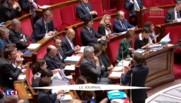 L'exécutif de plus en plus isolé : le gouvernement critiqué par la droite mais aussi par la gauche
