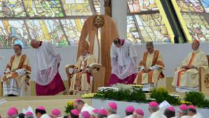 Le pape Benoît XVI lors de la messe de clôture de la Rencontre mondiale des familles (3 juin 2012)