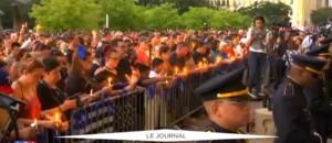 Etats-Unis : veillée funèbre en hommage aux cinq policiers tués à Dallas