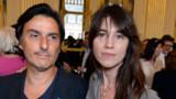 Yvan Attal demande Charlotte Gainsbourg en mariage devant les caméras