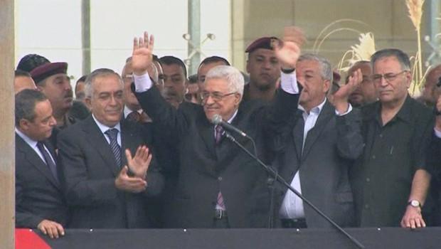 Mahmoud Abbas ovationné le 25 septembre 2011 à Ramallah, en Cisjordanie, à son retour de New York, où il a présenté une demande historique à l'ONU d'adhésion d'un Etat palestinien