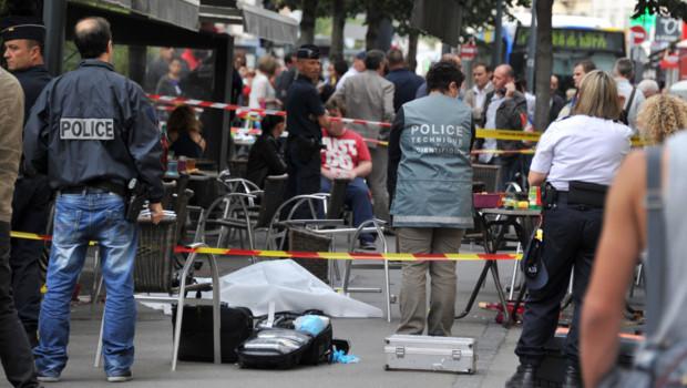Marseille : des policiers sur la scène d'un crime (11 octobre 2012)