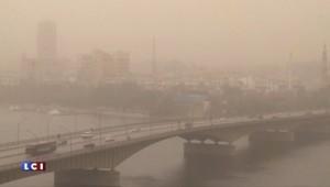 Tempête au Moyen-Orient : les rues du Caire dans un nuage de sable