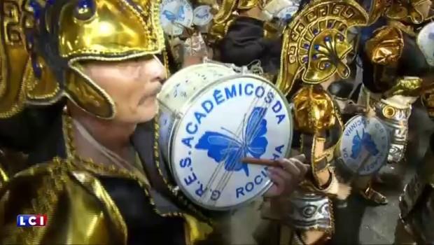 Brésil : malgré le virus Zika, le carnaval de Rio débute en fanfare