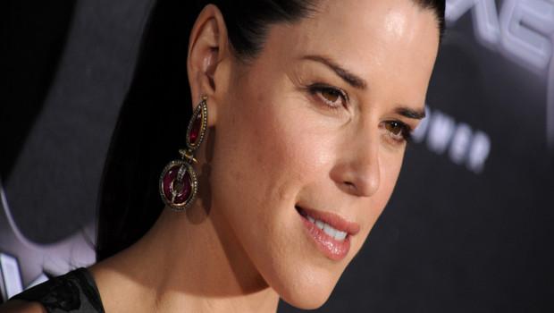 """Neve Campbell à la première de """"Scream 4"""" à Los Angeles. L'actrice jouera dans la saison 9 de Grey's Anatomy."""