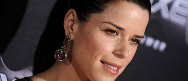 Neve Campbell  la premire de &quot;Scream 4&quot;  Los Angeles. L&#039;actrice jouera dans la saison 9 de Grey&#039;s Anatomy.