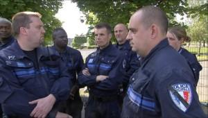 Policiers choqués après la mort d'Aurélie Fouquet, 26 ans, policière municipale (21 mai 2010)