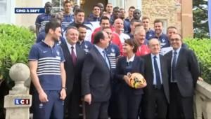 Hollande, fan de foot, de passage chez les Bleus