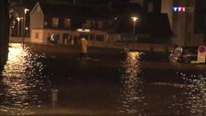 Le 13 heures du 3 mars 2014 : Jusqu'�0 cm d'eau dans les rues de Landerneau, du jamais vu - 307.29292013549804