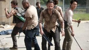 The Walking Dead Saison 3. Série créée par Frank Darabont en 2010. Avec : Andrew Lincoln, David Morrissey, Sarah Wayne Callies, Laurie Holden et Danai Gurira.