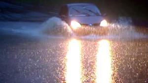 eau voiture inondation inondations intempéries pluie orage Pyrénées orages pluies météo