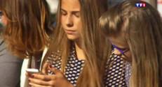 Le 13 heures du 2 septembre 2015 : Ados biberonnés aux smartphones : à partir de quel âge est-ce utile ? - 1407