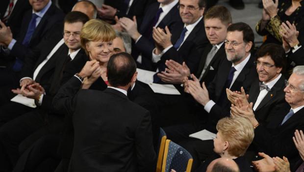 Angela Merkel et François Hollande (de dos) à la remise du Prix Nobel de la Paix 2012 à l'UE, Olso, 10/12/12