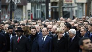 François Hollande, Angela Merkel, Mahmoud Abbas, Benjamin Netanyahu et d'autres chefs d'Etat et de gouvernement lors de la marche républicaine du 11 janvier à Paris