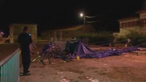 Débris d'un chapiteau qui s'est effondré le 27 juillet 2013 à Joinville (Haute-Marne) en raison des orages.
