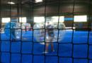 Match de bubble foot en salle à Chilly-Mazarin, dans l'Essonne.