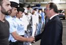 Le président François Hollande saluant des réservistes de la gendarmerie pendant leur formation