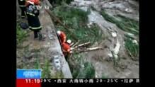 Chine : conséquence de très fortes pluies, le sol se dérobe sous des voitures