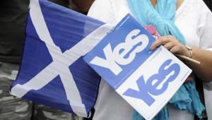 Les partisans du Yes vote au référendum sur l'indépendance de l'Ecosse défilent à Glasgow