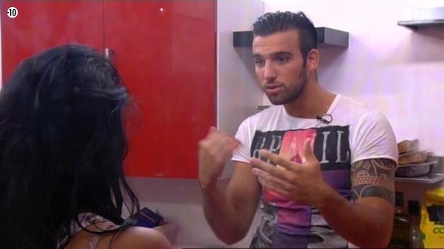 Après Vivian, Aymeric va interroger Nathalie sur son secret.
