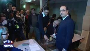 Départementales : Hollande a fait la queue comme tout le monde pour voter