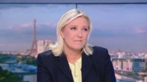 Marine Le Pen fait sa rentrée politique lors du JT de 20h de Claire Chazal