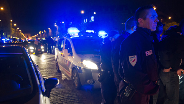 police champs-elysées