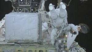 TF1/LCI Réparations acrobatiques pour les astronautes de Discovery