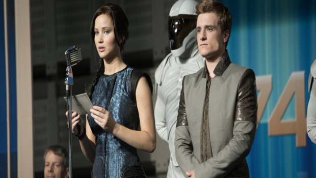 Jennifer Lawrence et Josh Hutcherson dans le film Hunger Games : l'embrasement de Francis Lawrence