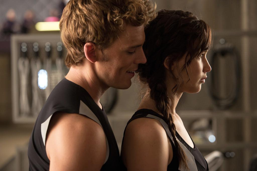 Sam Claflin et Jennifer Lawrence dans le film