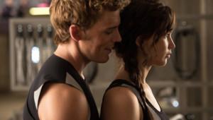 """Sam Claflin et Jennifer Lawrence dans le film """"Hunger Games : l'embrasement"""" de Francis Lawrence"""