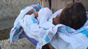 Un bébé retrouvé enterré vivant