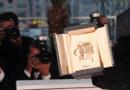 Un prix d'interprétation remis à Cannes, modèle réduit de la Palme d'or, sous les flashes des photographes (archives)