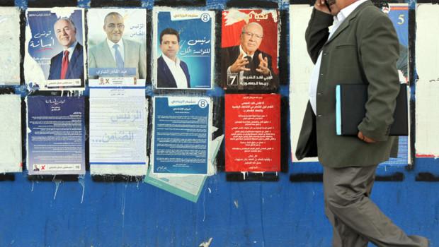 Tunisie : panneau électoral pour la présidentielle du 23/11/14