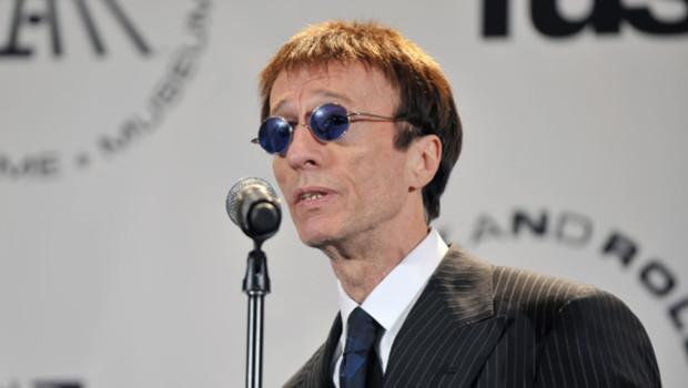Robin Gibb en 2011, lors d'une remise de prix en Angleterre