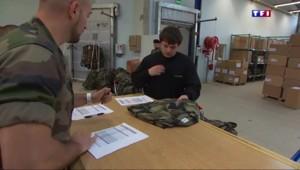 Treillis, rangers et sacs à dos... ces jeunes s'équipent pour le service militaire volontaire