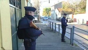 Le 13 heures du 12 janvier 2015 : Attaque antisémite porte de Vincennes : la sécurité des écoles renforcée - 1416.304
