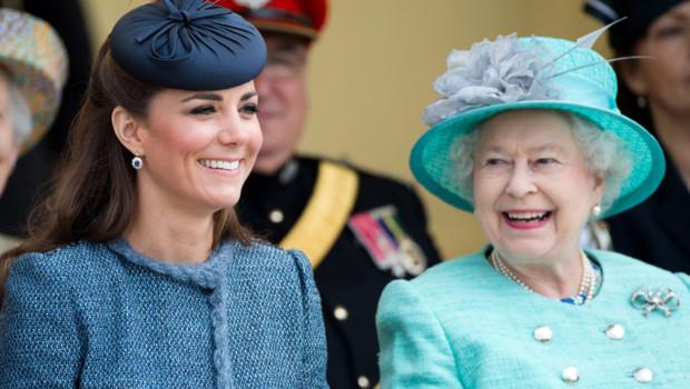 Kate Middleton et la reine Elizabeth II le 13 juillet 2012