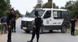 Des membres de la garde nationale tunisienne à Oued Ellil, dans la banlieue de Tunis après des tirs
