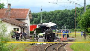 En juin 2008, la collision entre un TER et un car scolaire avait coûté la vie à sept collégiens à Allinges (Haute-Savoie).