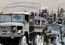 Un convoi de l'armée libanaise évacue la population de la ville d'Arsal, près de la frontière avec la Syrie.