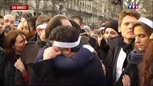 Marche républicaine: Patrick Pelloux tombe dans les bras de ... - TF1