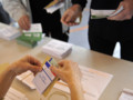 Départementales : vote dans un bureau à Valence d'Agen, 22/3/15