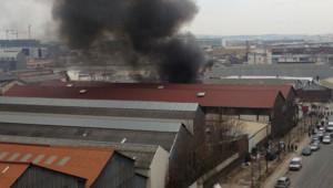 Un violent incendie s'est déclaré dans un camp de roms à Aubervilliers verdredi, comme le montre cette photo prise par une internaute de TF1 News.